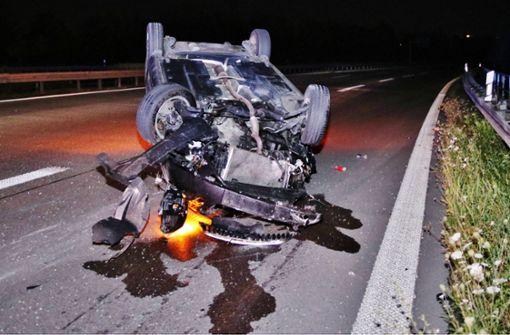 22-jähriger Autofahrer überschlägt sich