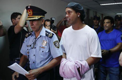 Ronaldinho wegen lahmender Justiz weiter hinter Gittern