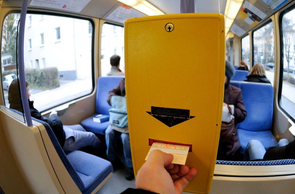 In einer Stadtbahn der Linie U4 war ein mutmaßlicher Schwarzfahrer unterwegs. (Symbolbild) Foto: dpa/Michele Danze