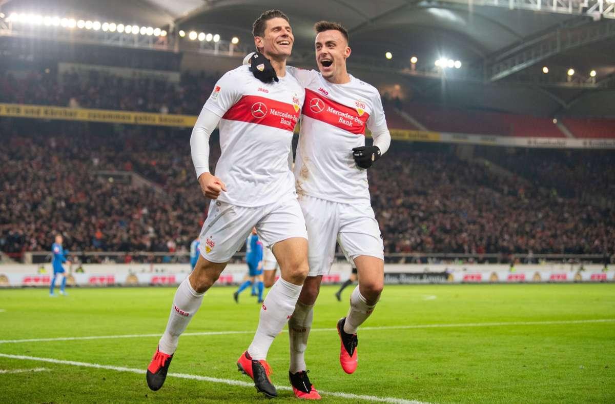 Mario Gomez (links) und Philipp Förster beim Torjubel: Gelingt dem VfB Stuttgart am Sonntag der Befreiungsschlag? Foto: dpa/Tom Weller