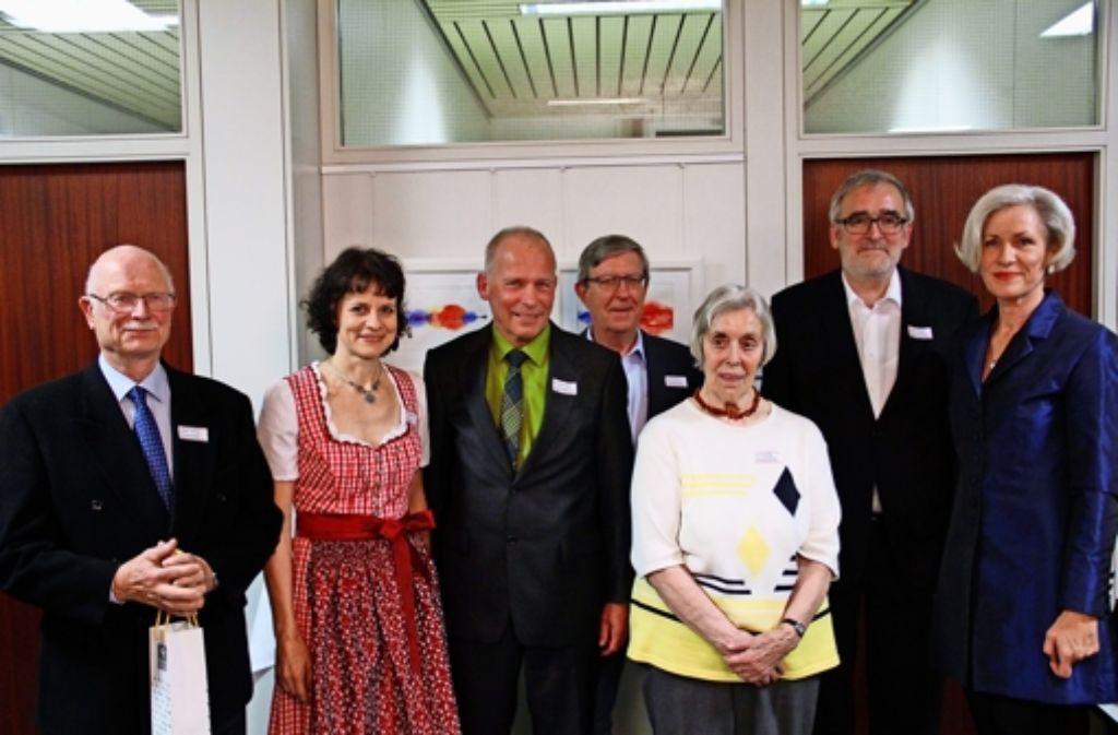 Jürgen Diercks, Edith Hartmann, Werner Bossert, Klaus Dettmer, Ilse Potschka und Ulrich Himmler (v.l.) wurden von  der Bezirksvorsteherin Ulrike Zich für ihr ehrenamtliches Engagement geehrt. Foto: Martin Braun