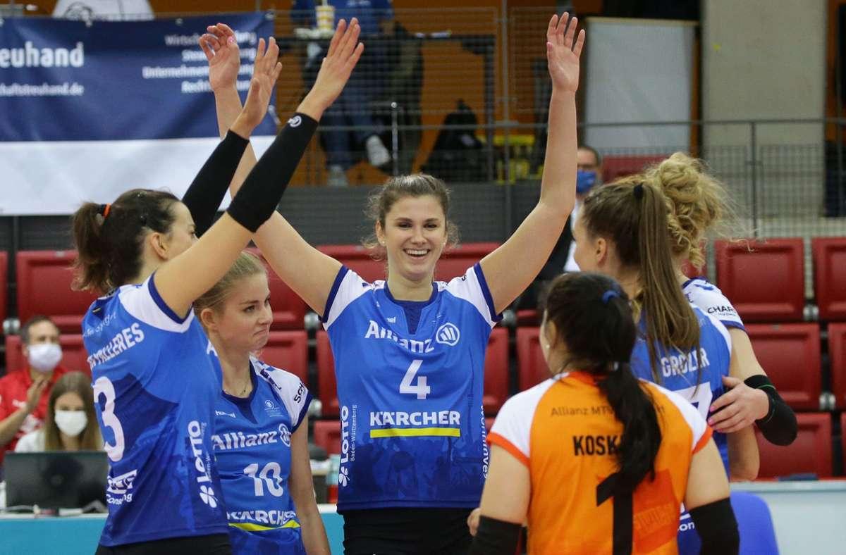 Juliet Lohuis (Nr. 4) steuert 13 Punkte zum Stuttgarter Sieg bei. Foto: Baumann
