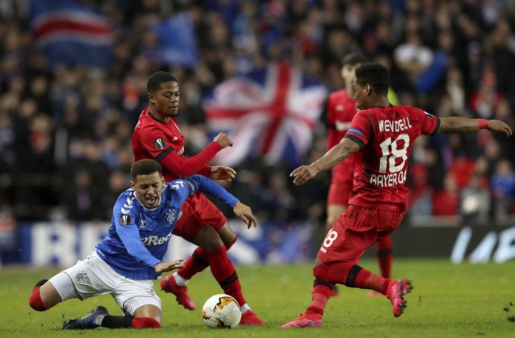 Die Teams von Leverkusen und Glasgow spielten vor Fans – ein mittlerweile eher unüblicher Anblick. Foto: AP/Scott Heppell