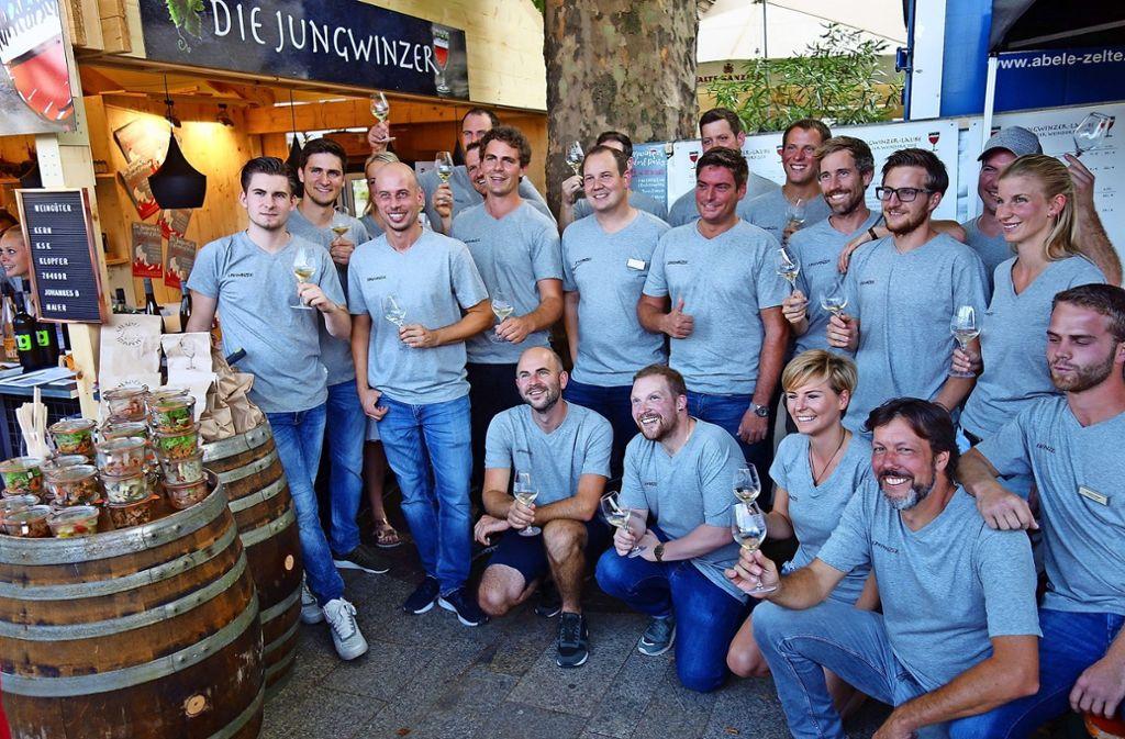 Der Nachwuchs präsentiert sich – auch wenn mancher der jungen Weinmacher mittlerweile ein gestandener Profi ist. Foto: Ingrid Sachsenmaier