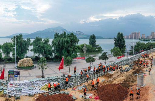 Mindestens 140 Tote nach schweren Überschwemmungen