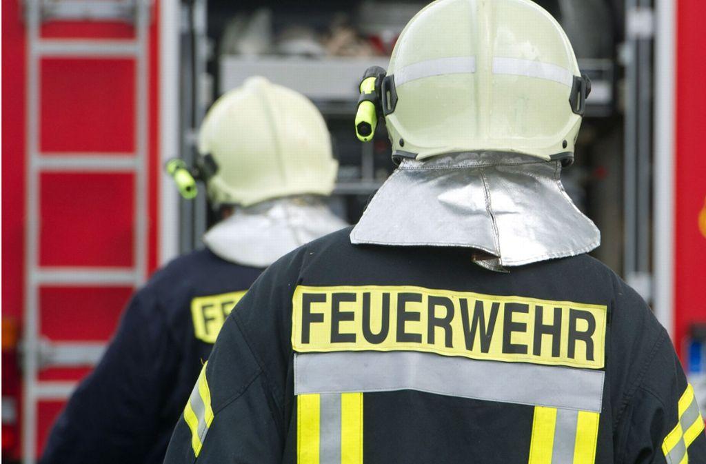 Die Feuerwehr musste die Bewohner zweier Häuser evakuieren. Foto: dpa