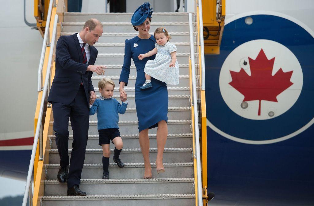 Prinz William und seine Frau Kate mit den beiden Kindern George und Charlotte. Foto: The Canadian Press