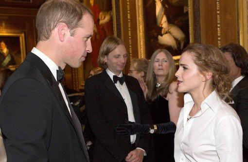 Der Prinz umrahmt von schönen Frauen
