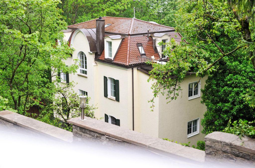 Ein früheres Hotel an der Neuen Weinsteige hat vorübergehend einen ungebetenen Besuch bekommen. Foto: Lichtgut/Max Kovalenko