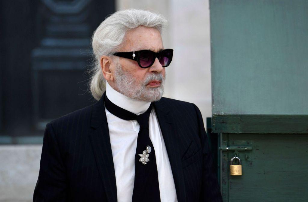 Karl Lagerfeld ist in der jüngeren Vergangenheit nur noch wenig in der Öffentlichkeit zu sehen gewesen. Foto: AFP