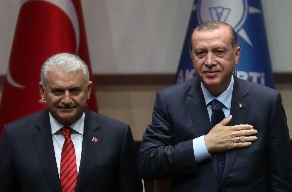 Der türkische Ministerpräsident Binali Yildirim (links) und Präsident Recep Tayyip Erdogan. Foto: AFP