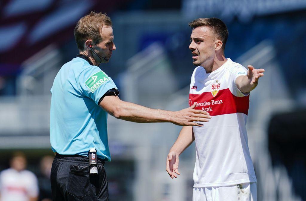 Sascha Stegemann (links) entschied in der Nachspielzeit auf Elfmeter gegen den VfB Stuttgart. Foto: dpa/Uwe Anspach