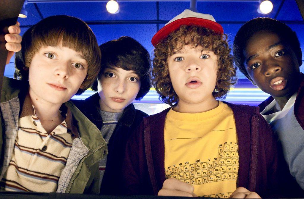 """Die Superfreaks  von """"Stranger Things"""" in der Spielhalle (von links): Will (Noah Schnapp), Mike (Finn Wolfhard), Dustin (Gaten Matarazzo) und Lucas (Caleb McLaughlin) Foto: Netflix"""