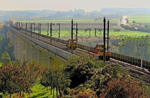 Bauzüge auf dem Enztalviadukt im Kreis Ludwigsburg werden im Jahr 2020 ein gewohnter Anblick sein