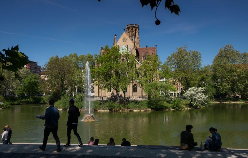 In Stuttgart gibt es viele lohnenswerte Plätze, an denen sich die Sonne genießen lässt. Unsere Bilderstrecke zeigt Biergärten, Bars und Terrassen mit Außenbewirtung. Foto: Lichtgut/Max Kovalenko