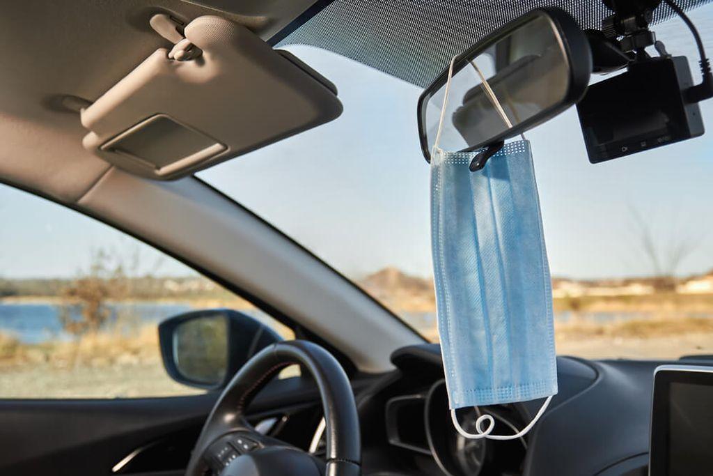 Mundschutz Im Auto