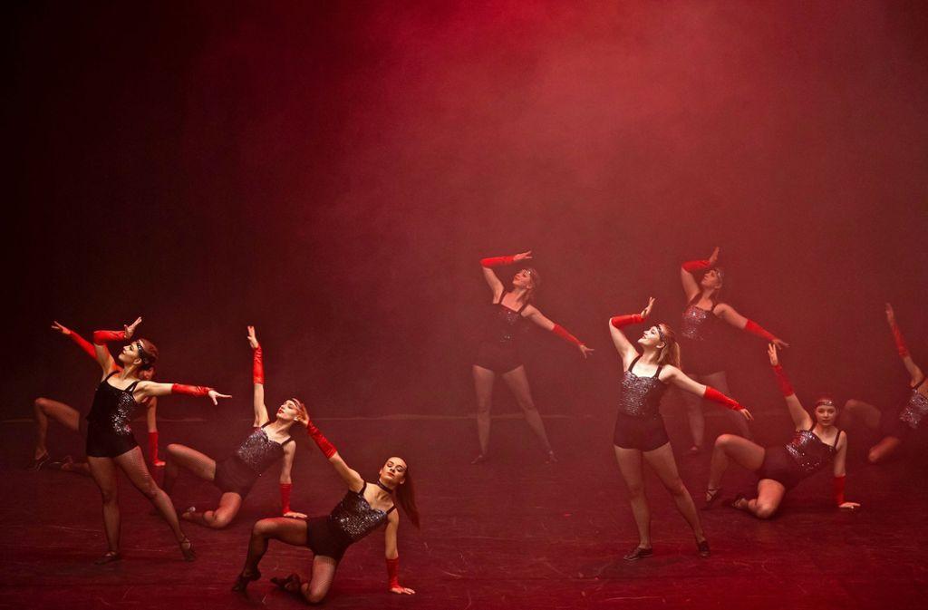 Ein Augenschmaus: Junge Nachwuchskräfte präsentieren ihre Tanzkunst in der Stadthalle. Foto: factum/Andreas Weise