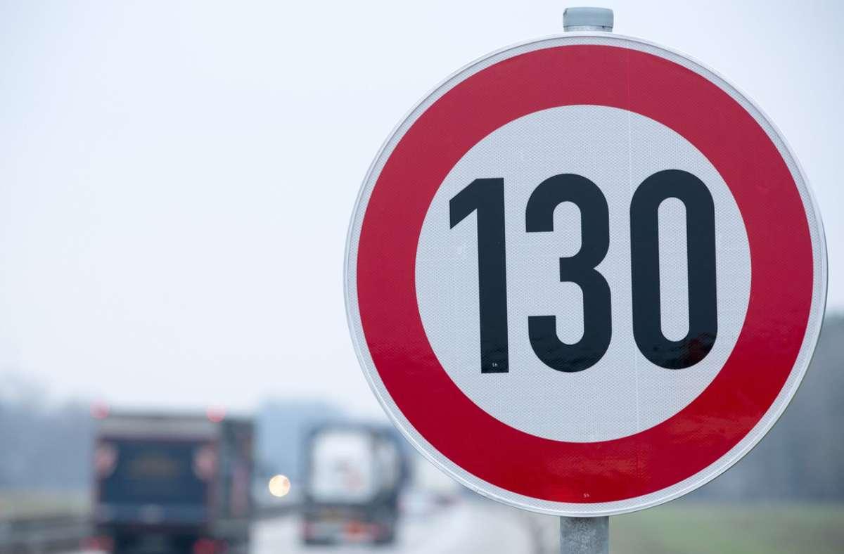 Bei einer Regierungsbeteiligung wollen die Grünen ein Tempolimit von 130 km/h auf Autobahnen einführen. Foto: dpa/Jens Büttner