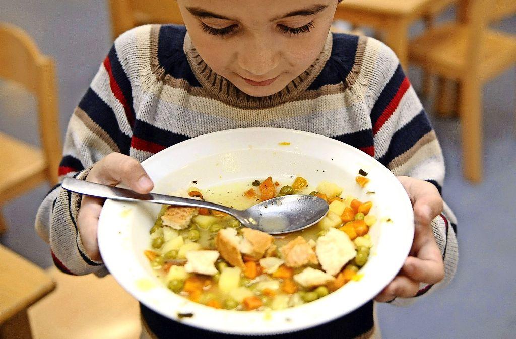 Bis zu 584 Essen in zwei Schichten sollen an der neuen Mensa der Anne-Frank-Gemeinschaftsschule und der Heilbrunnenschule ausgegeben werden können. Foto: Archiv dpa