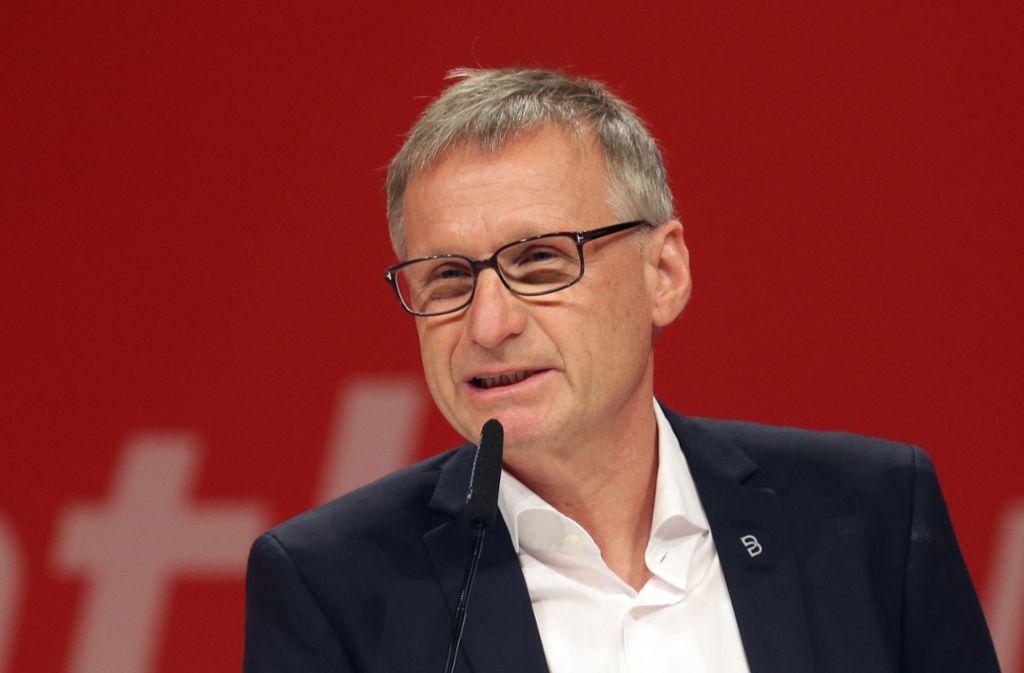 Michael Reschke spricht bei der Pressekonferenz nach dem Saisonfinale (Symbolbild). Foto: Pressefoto Baumann