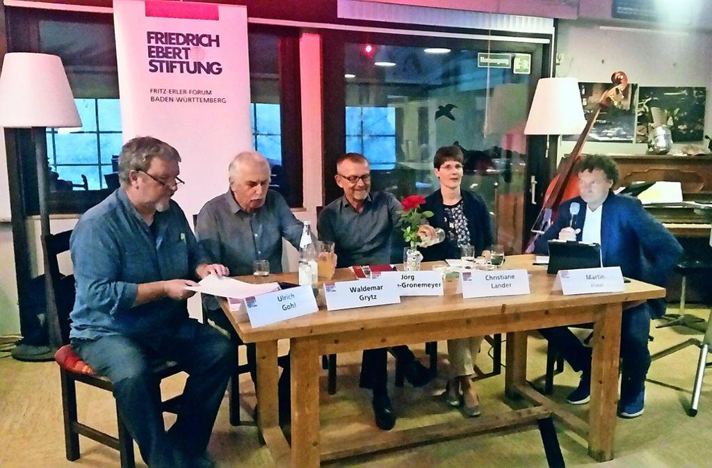 Auf dem Podium: Ulrich Gohl, Waldemar Grytz, Jörg Schulze-Gronemeyer, Christiane Lander  und Martin Haar Foto: Elke Rutschmann