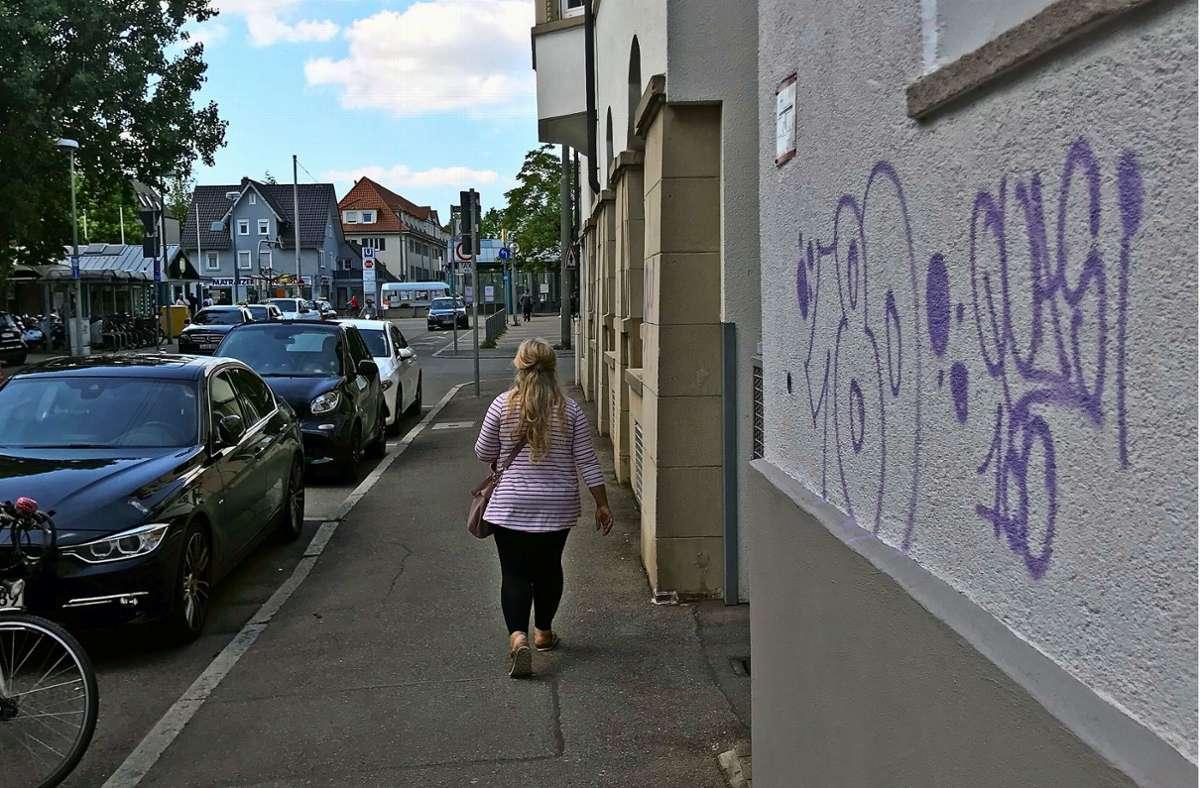 """Die Zahl """"180"""" sowie  die Aufschrift """"Quasi"""" prangen  auf  Hausfassaden. Foto: Julia Bosch"""