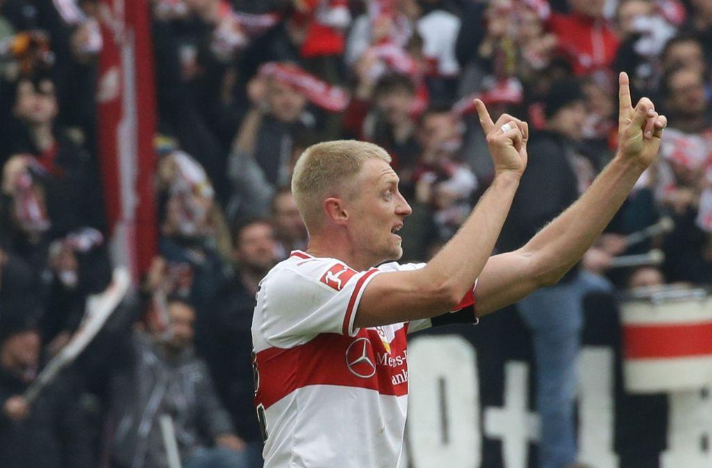 Der neue Signalspieler des VfB Stuttgart: Andreas Beck gibt auf dem Platz die Richtung vor. Foto: Baumann