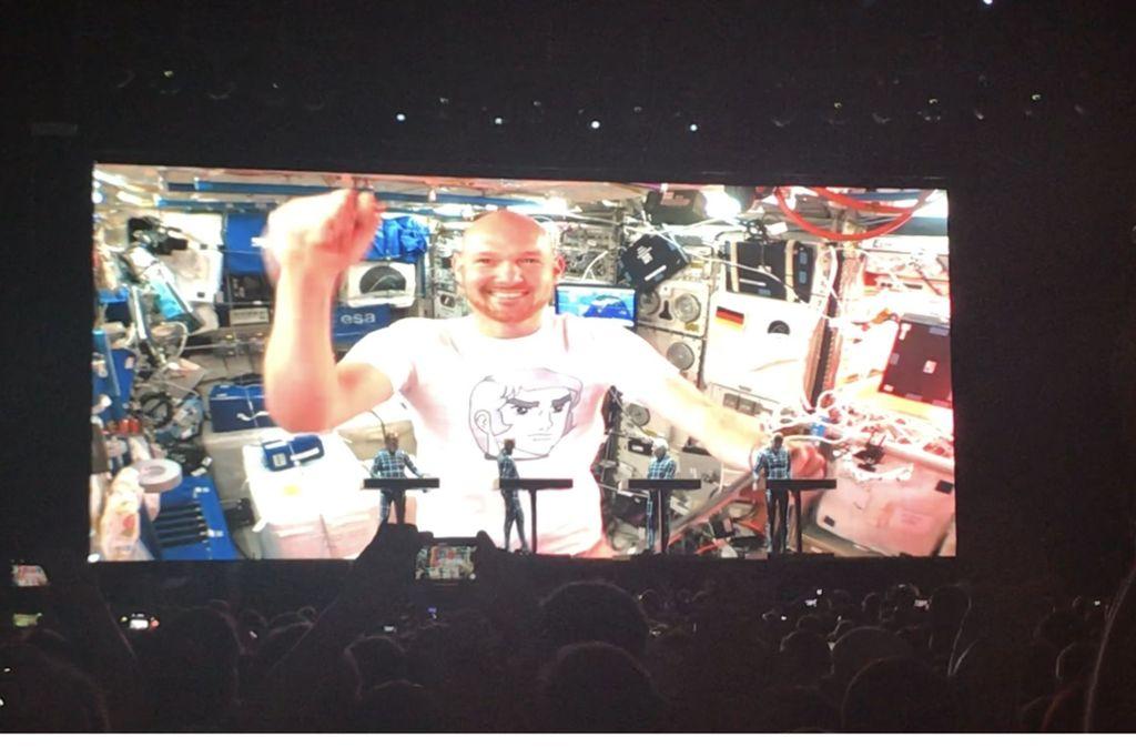 Kraftwerk haben auf dem Schlossplatz in Stuttgart gespielt und den deutschen Astronauten Alexander Gerst live zugeschaltet. Foto: Jenkner