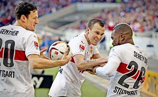 Ein bisschen Spaß muss sein: Christian Gentner, Kevin Großkreutz und Serey Dié (von links) Foto: Baumann