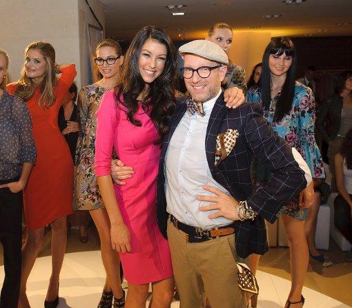 Kennen sich gut seit der jüngsten Staffel von GNTM: Model Rebecca Mir und Designer Thomas Rath. Bei der Präsentation von Raths neuer Kollektion trafen sie sich in Stuttgart wieder. Wir zeigen die schönsten Bilder. Foto: 7aktuell.de | Oskar Eyb