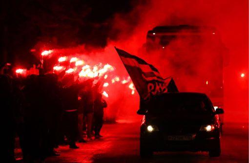 Fans bereiten Zenit-Stars eine gigantische Feuershow