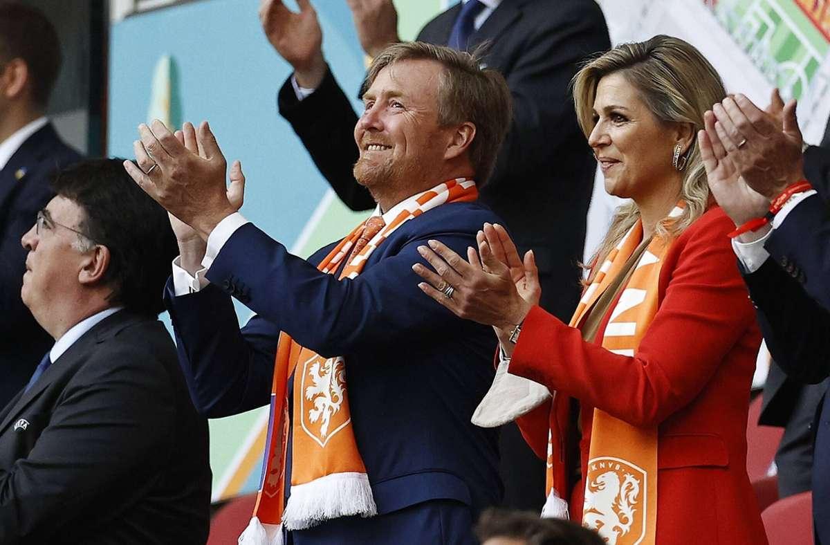 Das niederländische Königspaar Willem-Alexander und Máxima jubelte auf der Tribüne. Foto: imago images/ANP/The Netherlands v Ukraine via www.imago-images.de