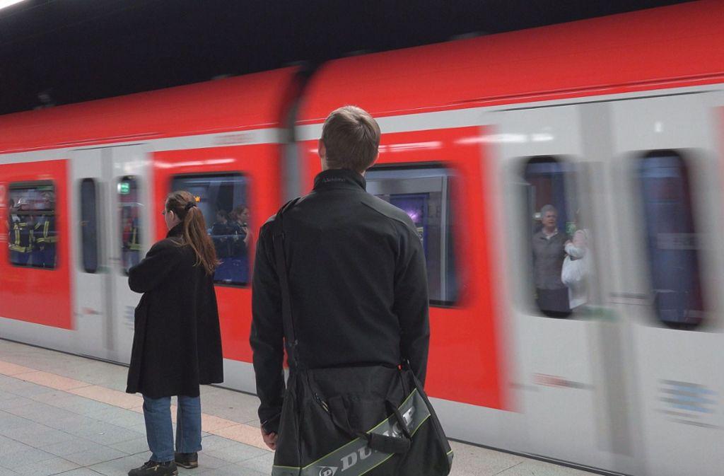 Von wegen gemächlicher Abendverkehr: Am Montagabend erlebten Reisende kurz vor Vaihingen an der Enz das Gegenteil. Foto: Archiv/7aktuell.de/Eyb