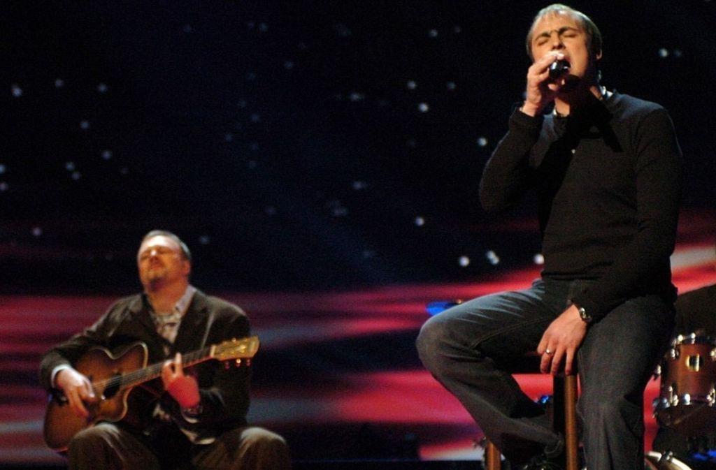 Entscheidend für den kommerziellen Durchbruch war Stefan Raab, der Max Mutzke auf seinem Weg zum Song Contest nach Istanbul begleitete. Foto: dpa