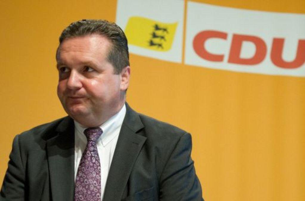 Der ehemalige baden-württembergische Regierungschef Stefan Mappus fordert die Löschung der zufällig aufbewahrten Sicherungskopien, das Land verlangt Zugriff auf die Daten. Eine kniffelige Angelegenheit. Foto: dpa