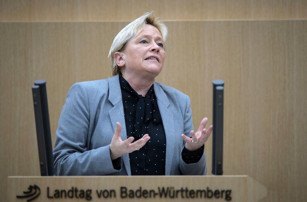 Kultusministerin Susanne Eisenmann verteidigt im Landtag ihre Maßnahmen gegen Unterrichtsausfall. Foto: dpa