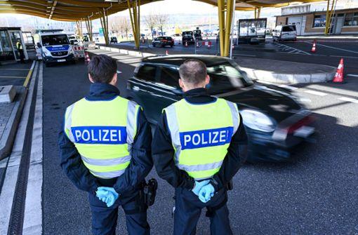 Mann wehrt sich gegen Kontrollen und blockiert Grenzübergang