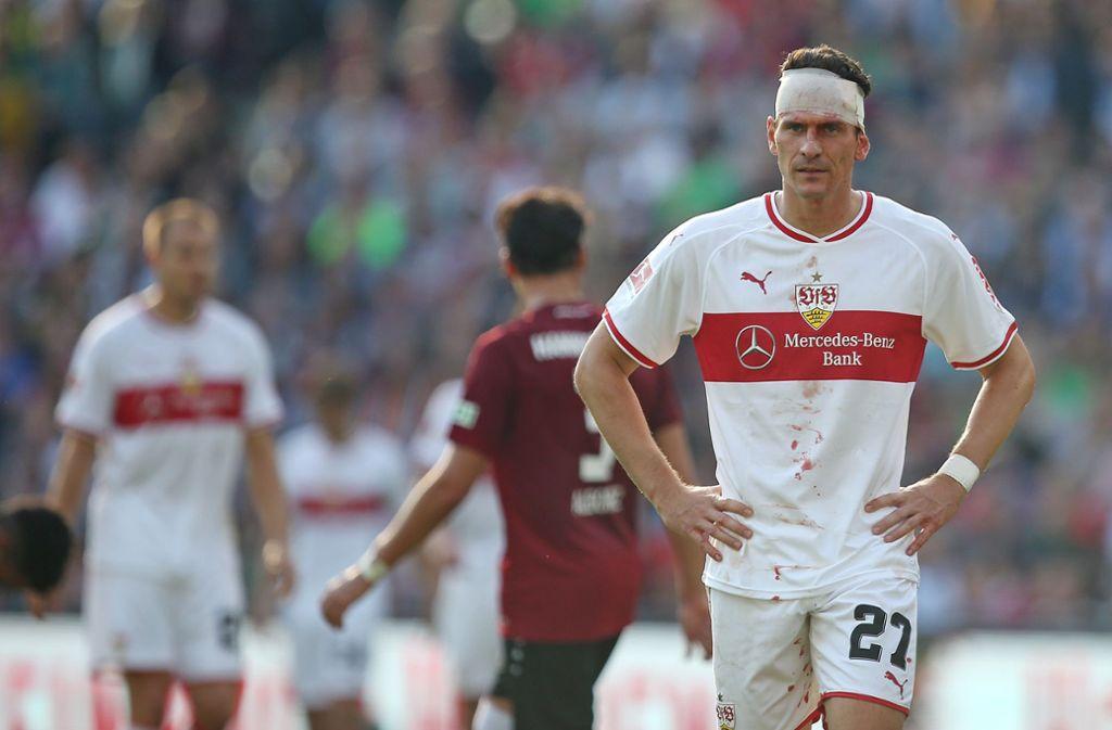Mario Gomez und der VfB Stuttgart mussten zuletzt bittere Ergebnisse gegen Hannover 96 hinnehmen. Wir blicken zurück auf die vergangenen zehn Duelle beider Teams. Foto: Pressefoto Baumann