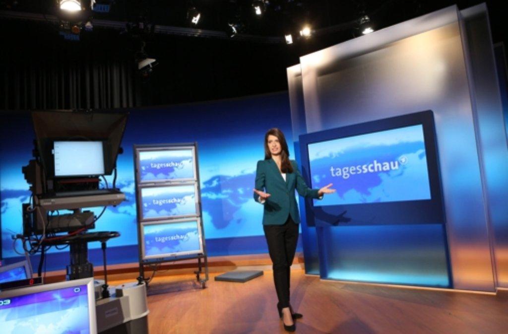 Moderatorin Linda Zervakis im neuen Tagesschau-Studio in Hamburg. Foto: dpa