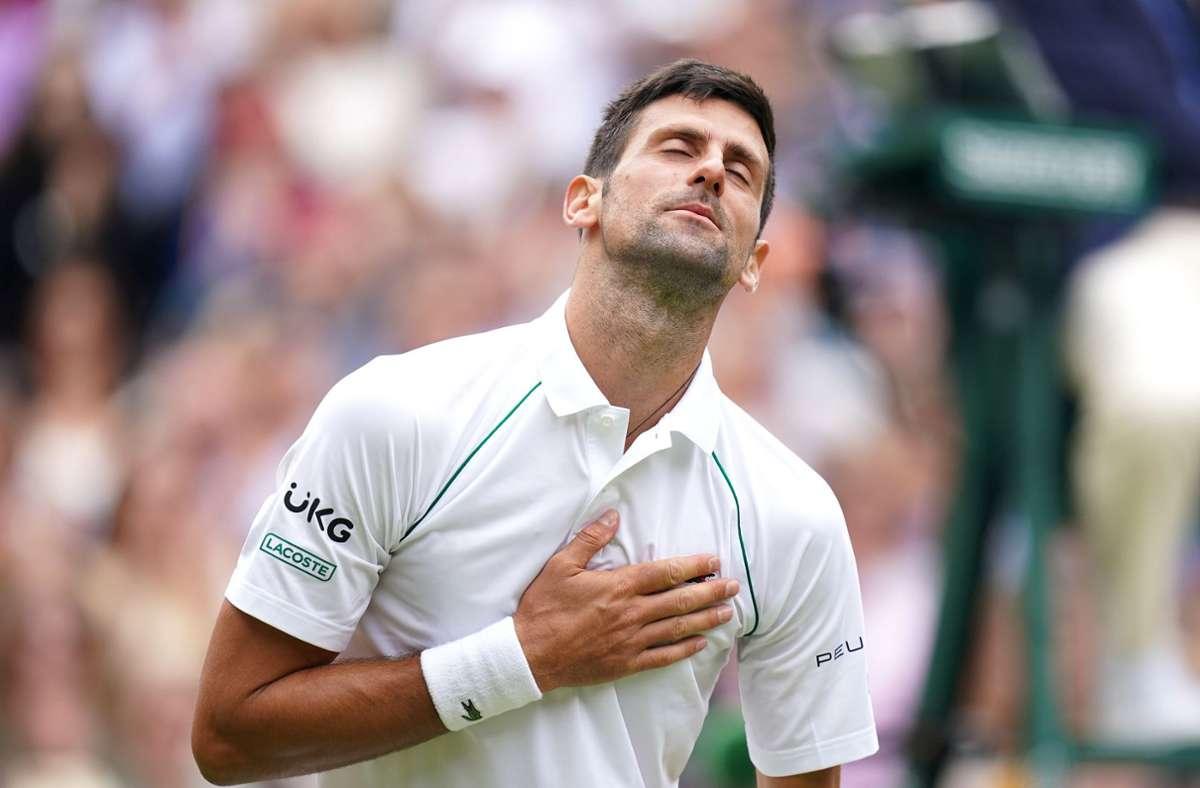 Novak Djokovic genießt seine Bühne in Wimbledon sichtlich. Foto: dpa/Adam Davy
