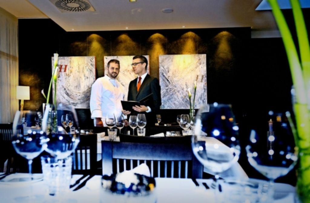 Chefkoch Stefan Gützkow (links) und Restaurantleiter Marcel Dästner Foto: Horst Rudel