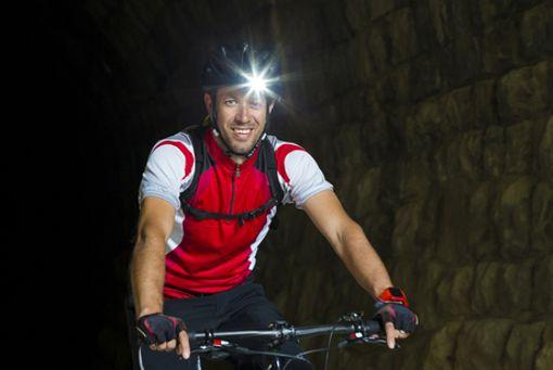 In der dunklen Jahreszeit ist gutes Licht am Fahrrad extrem wichtig. Um selbst gut zu sehen und von anderen nicht übersehen zu werden.