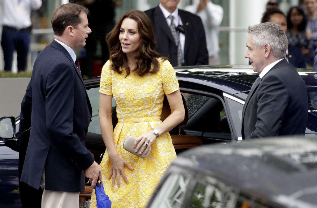 So kennen wir sie gar nicht: das Kleid, das Herzogin Kate für ihren Besuch in Heidelberg wählte, war nicht so besonders. Foto: AP