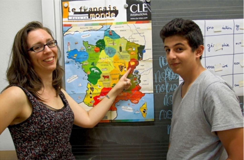 Claire Carpentier zeigt dem Achtklässler Montassar ihr Heimatland Frankreich. Foto: Jacobs
