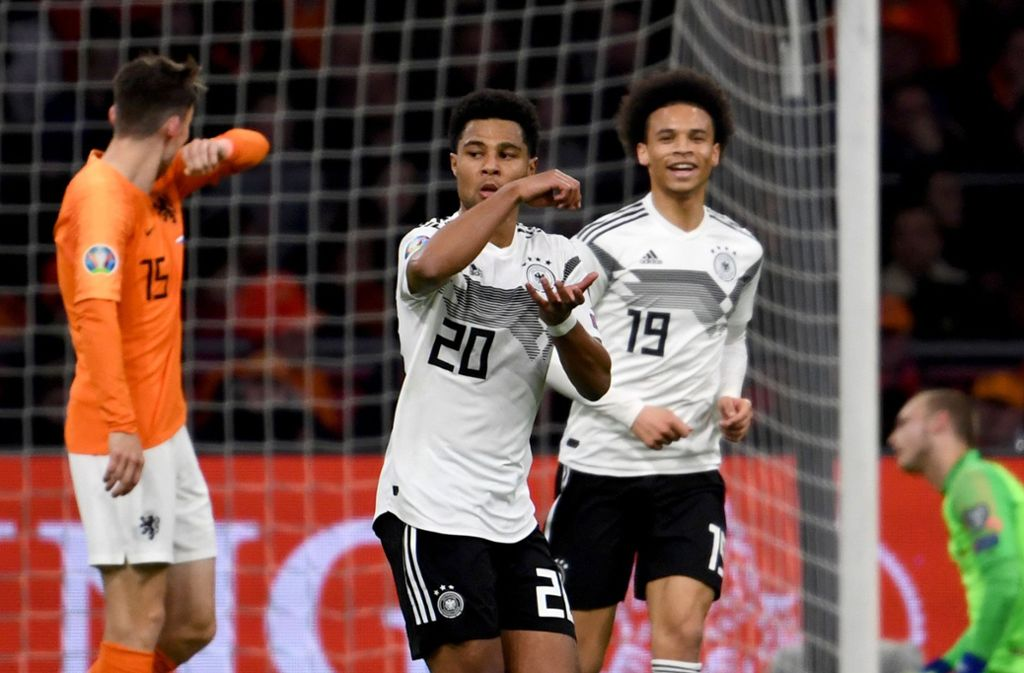 Die neue Rasanz im deutschen Angriff: Serge Gnabry (li.) und Leroy Sané führen das Nationalteam zum überraschenden 3:2-Erfolg in den Niederlanden. Foto: dpa