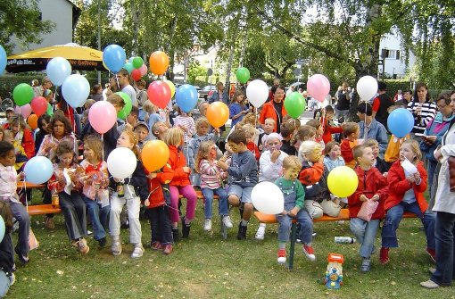 Ein  Straßenfest feiert Geburtstag