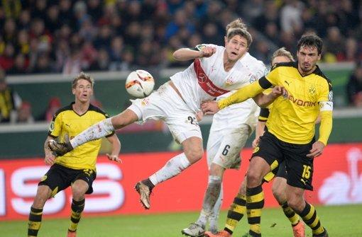 Artem Kravets gegen Mats Hummels: Im Viertelfinale des DFB-Pokals ist der VfB Stuttgart raus Foto: dpa