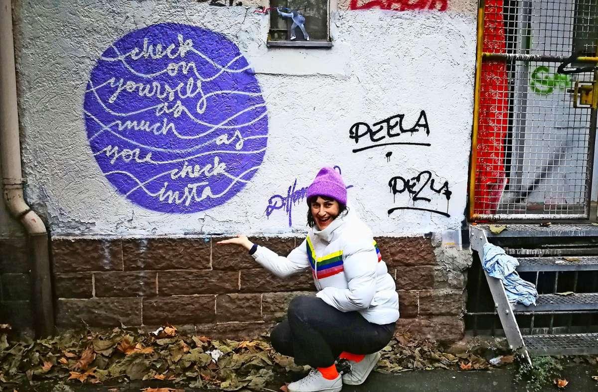 Wenn sie  Zeit hat, sprüht Dijana Hammans ihre positiven Botschaften auch an Wände, wie hier in der Hall of Fame des CLRZ Graffiti Shops, natürlich legal. Foto: Marta Popowska