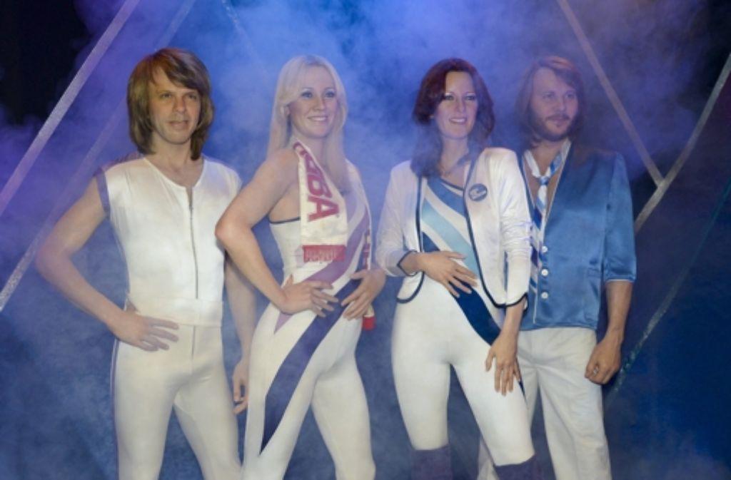 Im ABBA-Museum von Stockholm sind sie zu bewundern: Benny Andersson, Agnetha Fältskog, Anni-Frid Lyngstad und Björn Ulvaeus. Einen Ton wird man aus ihnen aber nicht herausbekommen - es handelt es um Wachsfiguren. Foto: dpa