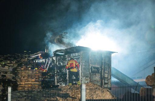 Feuer in Sägewerk richtet hohen Schaden an